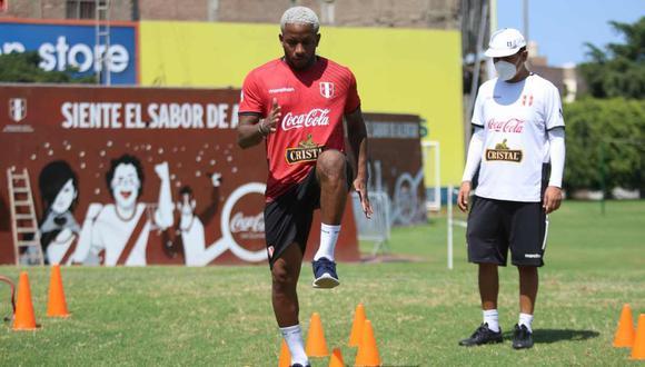 Jefferson Farfán en el entrenamiento de la selección peruana. (Foto: FPF)