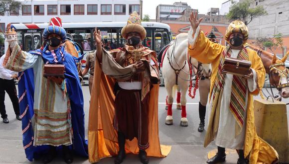 Reyes Magos visitaron varios nacimientos en diferentes instituciones.