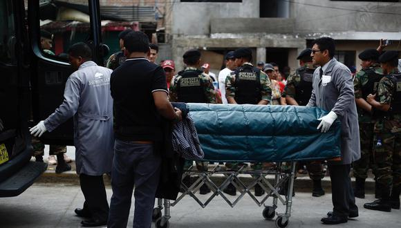 Llegada  del primer cuerpo a villa El Salvador donde será velado. Foto: Joel Alonzo/ GEC