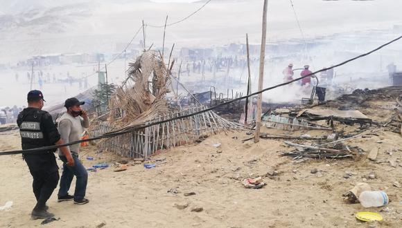 Áncash: Debido a la intensidad del fuego, fue necesaria la intervención de las cisternas municipales. (Foto: Seguridad Ciudadana Chimbote)
