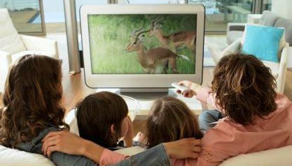 Cuatro consejos para disfrutar de la televisión en familia