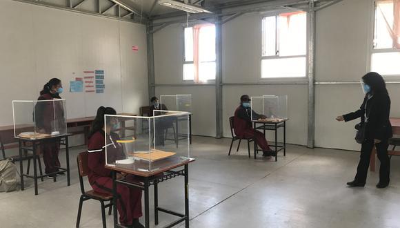 Estudiantes del Colegio San Cristóbal, ubicado en Arequipa  no saben si este  año volverán a clases presenciales como lo hicieron en el 2020. (Foto: Zenaida Condori)