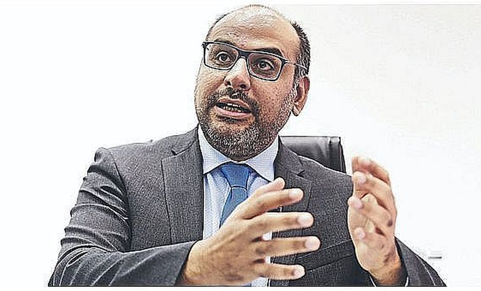Presentan denuncia constitucional contra exminisitro de Educación Daniel Alfaro por textos escolares
