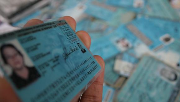 Cuando cumples la mayoría de edad tienes la opción de sacar tu DNI azul o tu DNI electrónico. (Foto: GEC)