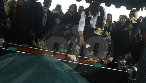 Ricky Tosso: Stefano destrozado le dio así el último adiós a su padre [FOTOS]