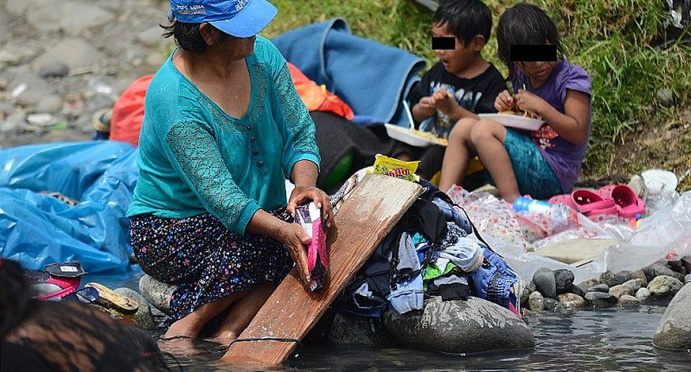 Huaycán: acequia es usada como lavandería (FOTOS)