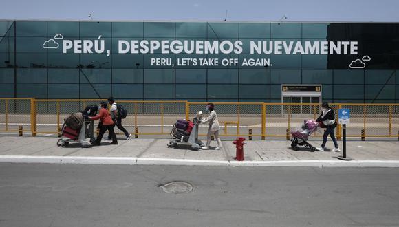 Medidas de vacunación completa y una prueba molecular negativa no mayor a 72 horas comprende a peruanos, extranjeros residentes, y extranjeros no residentes cuyo destino final sea el territorio nacional. (Foto: Leandro Britto / GEC)