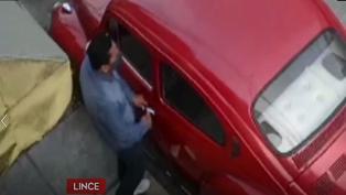 Delincuente roba un auto en menos de un minuto y a plena luz del día