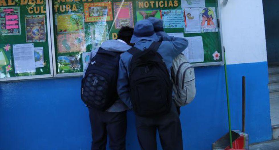 Alumnos de espalda. Fotos/Angel Ramon