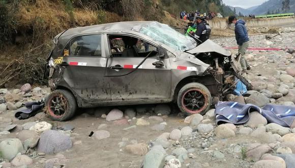 Cusco: al lugar del accidente llegó el representante de la Fiscalía, quien autorizó el levantamiento y traslado de los a la morgue de Paucartambo. (Foto: PNP)