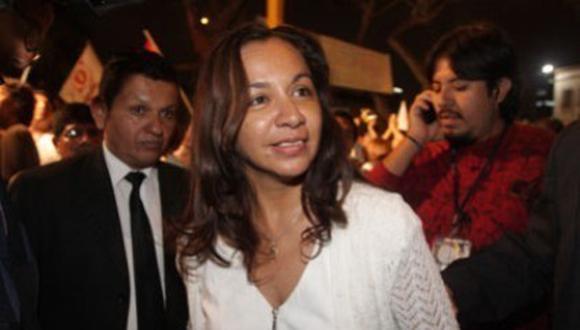 Marisol Espinoza deberá dar informe al Congreso sobre viaje a Cuba
