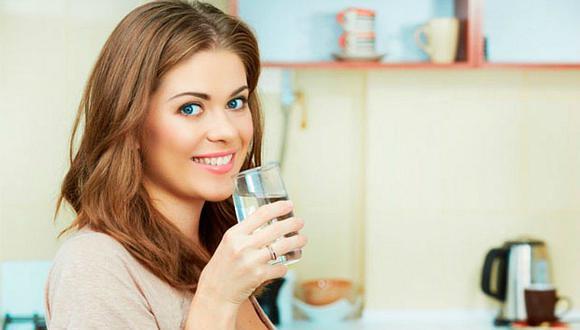 ¡Más vitalidad! 5 consejos para beber más agua en el trabajo