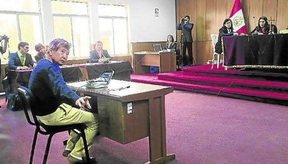 Fujimori apareció flaco , demacrado y mal vestido