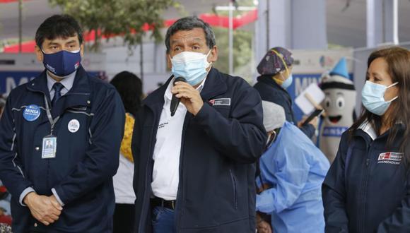 El ministro de Salud, Hernando Cevallos, anunció que el miércoles se emitirán nuevas medidas para promover las dos dosis de vacunación contra la COVID-19. (FOTO.GEC)