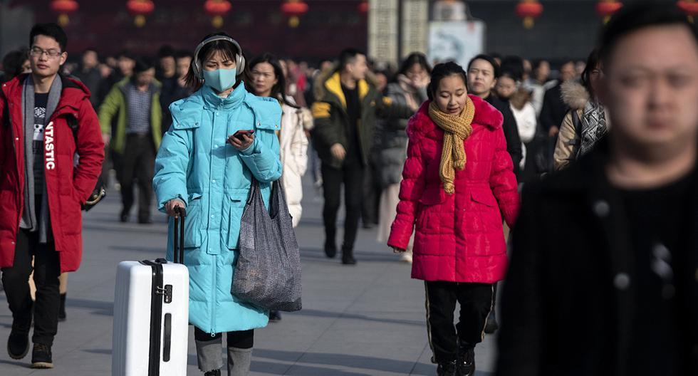 En China, las personas han empezado a usar mascarillas ante el aumento en el número de personas infectadas con un nuevo coronavirus. (Foto: AFP)