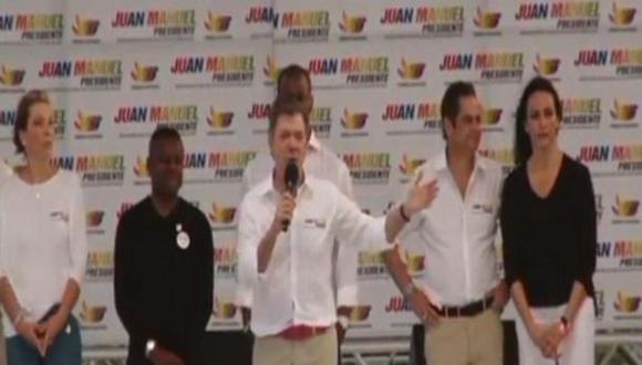Presidente colombiano Juan Manuel Santos se orinó entre sus pantalones?