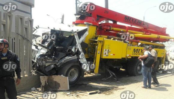SJL: camión se despiste y mata a joven que esperaba su combi (VIDEO)