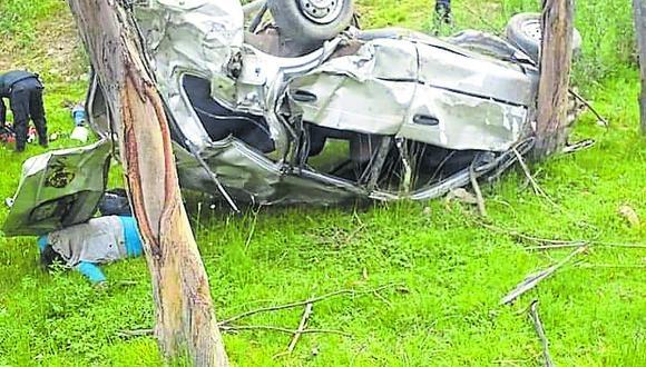 Áncash: la unidad siniestrada, de placa T2M-603, cayó por una pendiente y quedó a 5 metros de un río. (Foto: Difusión)