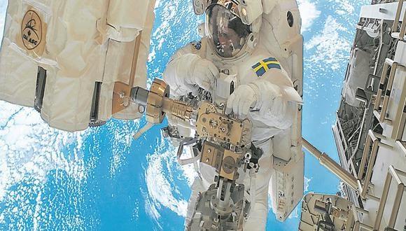 Astronautas se juegan la vida para salvar estación con tripulantes a bordo