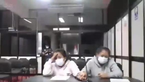 Las hermanas durante la audiencia de prisión preventiva. (Captura Poder Judicial)