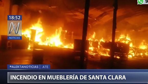 Las compañías de bomberos de La Molina, Ate y Santa Anita se sumaron a los trabajos para controlar el incendio. (Canal N)