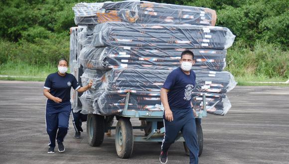 Luego de evaluar los desastres a través de un sobrevuelo en Madre de Dios, el ministro del Ambiente Gabriel Quijandría, confirmó el cargamento que llegó el día de hoy. Las autoridades están trabajando en la distribución de los productos (Goremad)