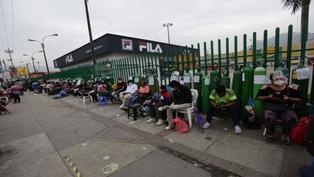 Reportan largas colas para conseguir oxígeno gratuito en nueva planta de San Juan de Lurigancho