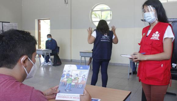 Si no acude a votar o no cumple con su deber de ser miembro de mesa o se rehúsa a reemplazarlo, el organismo electoral le impondrá una multa que oscila entre S/22 y S/220. (Foto: Andina)
