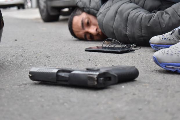 La Policía halló a dos de los detenidos armas de fuego. (Foto: PNP)