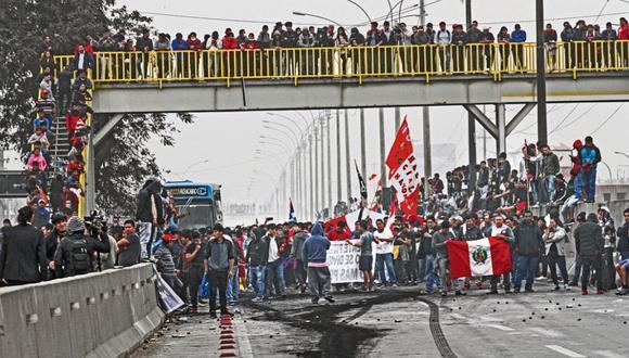 Más de 30 detenidos en marcha contra peajes en Panamericana Norte   FOTOS