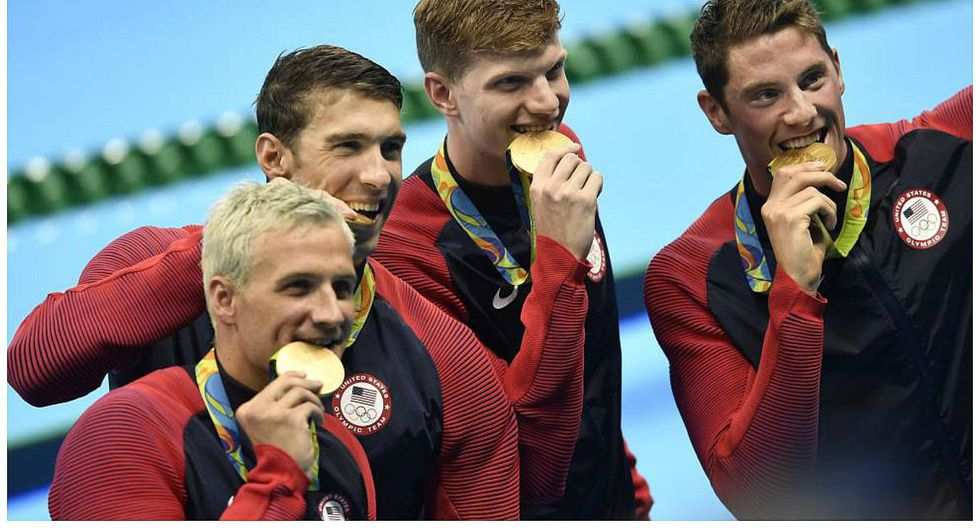 Río 2016: ¿Por que los deportistas muerden sus medallas?