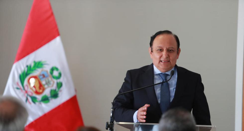 El defensor del Pueblo, Walter Gutiérrez, presidió la comisión especial encargada de la selección de los integrantes de la JNJ. (Foto: Lino Chipana / GEC)
