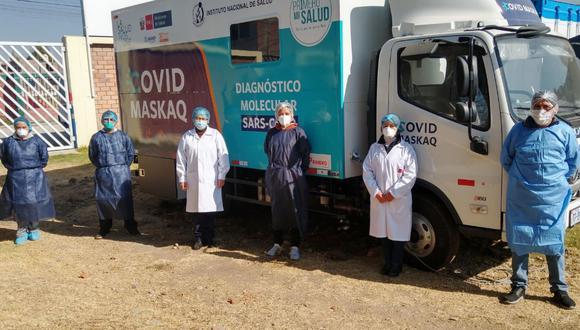 Pasco: un equipo de profesionales, capacitados en el manejo de pruebas, viaja con el laboratorio móvil. (Foto: Minsa)