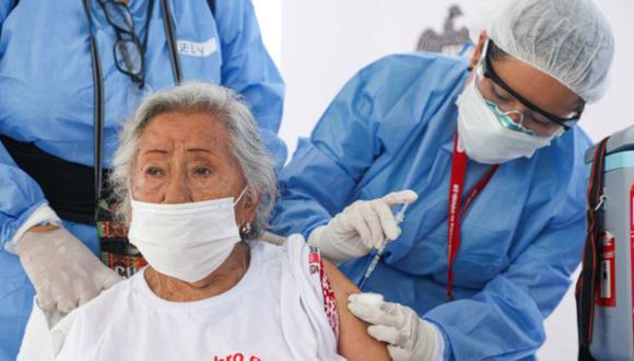 La vacunación contra el coronavirus en el Perú sigue en marcha y ya se encuentra en los mayores de 40 años. (Foto: Andina)