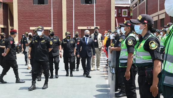 """El ministro del Interior señaló hoy que más de 90 mil efectivos policiales van a estar """"alertas y trabajando"""" durante el proceso electoral. (Foto: Policía Nacional)"""