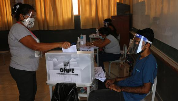 La ONPE detalla qué trámites no se pueden realizar si no se ha pagado la multa electoral. (Foto: ONPE)