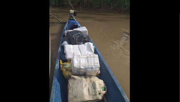 Loreto: la embarcación tipo peque peque, llevaba a bordo 277 ladrillos de marihuana. (Foto: Marina de Guerra)