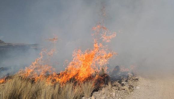 Policías y pobladores unen fuerzas para sofocar incendios forestales en Cusco, Ayacucho y Áncash (Foto referencial)