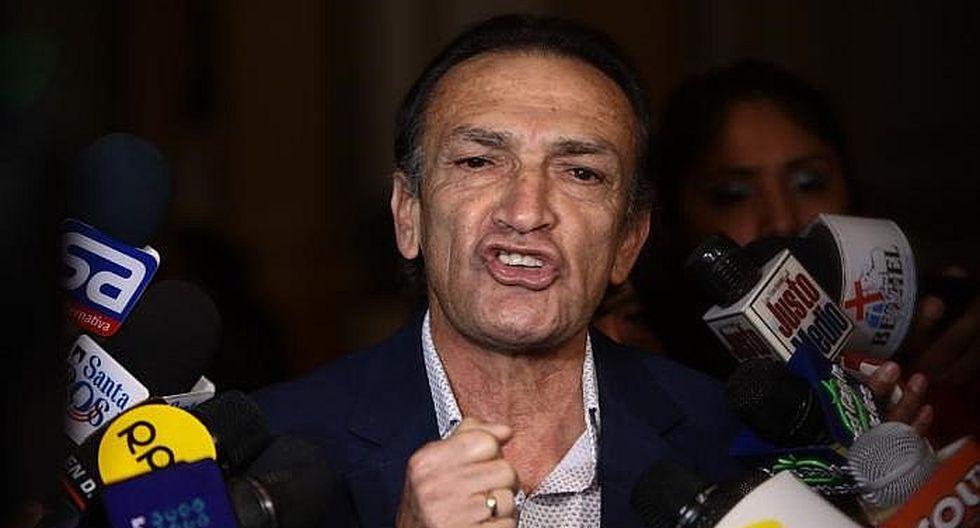 """Héctor Becerril desafía a Vizcarra: """"Que tenga los pantalones y cierre el Congreso de una vez"""""""