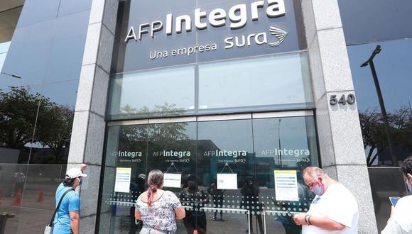 Gran cantidad de personas quieren saber desde cuándo podrán cobrar hasta 4 UIT de sus AFP y el 100% de sus CTS. (Foto: Lino Chipana / GEC)