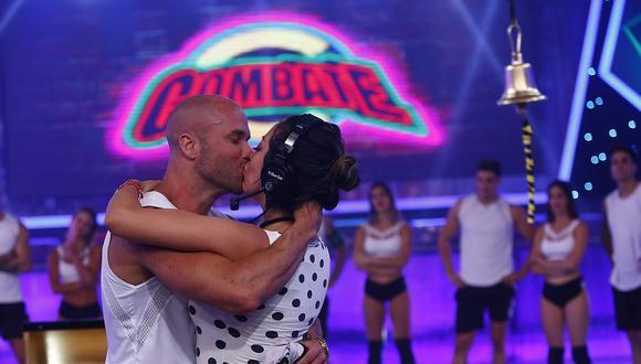 Bruno Agostini le dio un apasionado beso a Cathy Sáenz en el final de 'Combate'