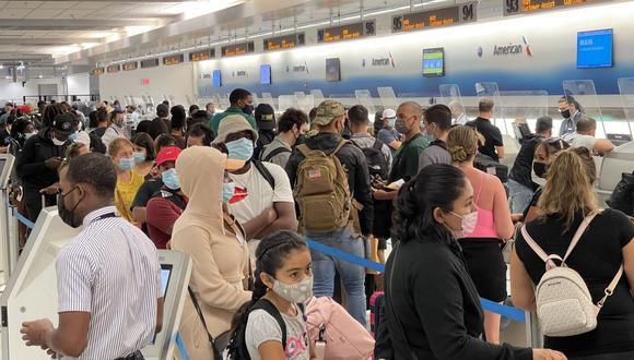 Estados Unidos anunció que las personas que ingresen a su territorio deberán deberán hacerse un test en los tres días previos a embarcar y presentar una prueba de vacunación contra el COVID-19. (Foto: Daniel SLIM / AFP)