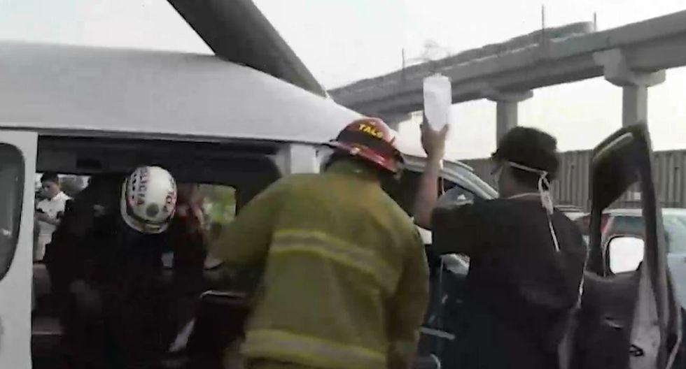 El conductor estuvo atrapado por casi una hora. (Foto: Captura/América Noticias)