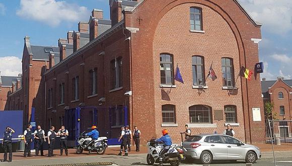 Bélgica: Dos policías femeninas son atacadas por hombre con machete