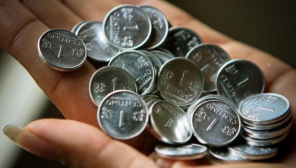 Se separó de su mujer, tenía que pagarle 10 mil dólares y le canceló con puras monedas