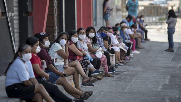 LIMA, MARTES 24 DE MARZO DEL 2020LARGAS COLAS SE FORMAN EN EL DISTRITO DE SAN JUAN DE LURIGANCHO (MARISCAL CACERES) PARA RECOGER EL BONO DE 380 SOLES QUE  El Gobierno de el Perú ha dispuesto de un fondo de subsidio monetario para ayudar a las familias en condiciones de vulnerabilidad afectadas por la cuarentena.