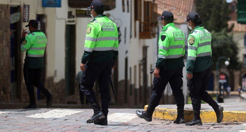 Cusco. Dos efectivos cumplen aislamiento domiciliario en prevención de haber sido contagiados por turistas que dieron positivo a prueba de Covid-19.