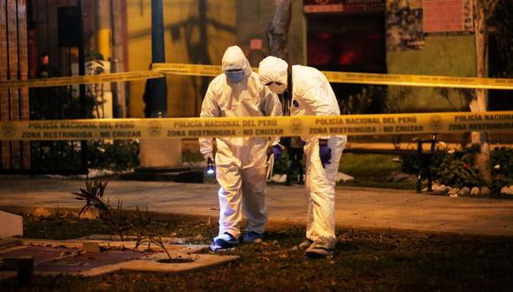 Los peritos de criminalística hallaron 30 casquillos de balas en la escena del homicidio. (Foto: César Grados/@photo.gec)