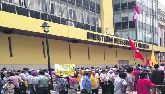 Fonavistas protestan frente al Ministerio de Economía