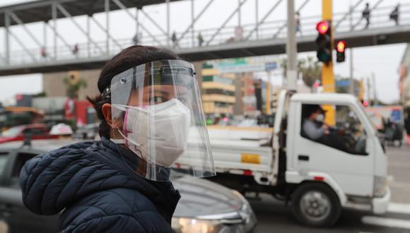 El uso de protector facial se ha vuelto obligatorio en el Perú. (Foto: Lino Chipana / GEC)